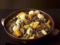 Lamm-Gemüse-Topf mit Klößchen