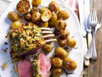 Lamm mit Kräuterkruste und Ofenkartoffeln