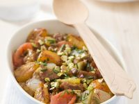 Lamm mit Tomaten, Aprikosen, Zwiebeln und Pistazien aus der Tajine