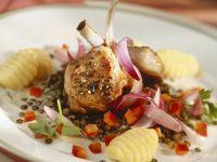 Lammkotelett mit Kartoffelnocken und Linsen