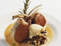 Lammkoteletts mit Kartoffelbrei und Gemüse