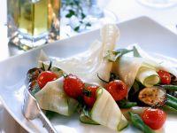 Lasagneblätter mit Cherrytomaten, Auberginen und Zucchini