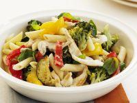 Lauwarmer Nudel-Hähnchen-Salat