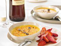 Lavendel-Crème Brûlee mit Erdbeer-Rhabarber-Ragout