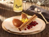 Lebkuchenmousse mit Vanille-Preiselbeeren und Knusper-Zimtstangen