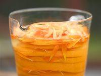 Likör mit Ringelblume und Orange