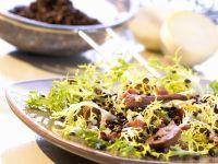 Linsen-Friséesalat mit Geflügelleber