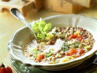 Linsensuppe mit Wirsing, Reis und Käse