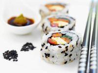 Maki-Sushi mit Paprika