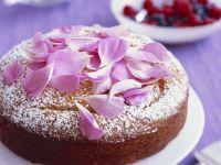 Mandel-Joghurt-Kuchen mit Rosensirup