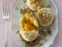 Marillenklößcen mit Butterbröseln