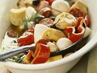 Mariniertes Gemüse mit Wurst