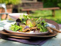 Mariniertes Rinderfilet auf Blattsalat
