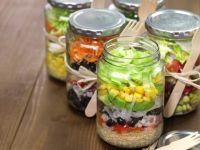Mason Jar Salad - Geschichtete Salate in Gläsern