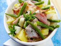 Matjessalat mit Bohnen, Birnen und Speck