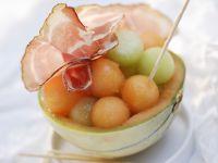 Melonenkugeln mit Rohschinken