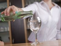 Mineralwasser im Restaurant