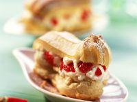 Mini-Eclairs mit Erdbeer-Joghurt-Sahne