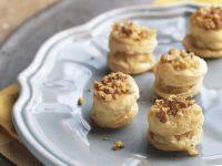 Mini-Pasteten mit Camembert und Walnüssen