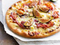 Mini-Pizza mit Feigen und Schinken