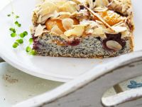 Mohn-Aprikosen-Kuchen mit Mandeln