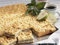 Mohnkuchen mit Streuseln und Birnen