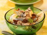 Müsli mit Früchten und Kefir
