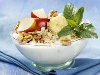Müsli mit Joghurt und Obst