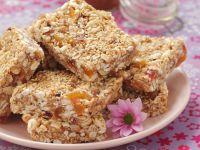 Müsliriegel mit Erdnussbutter und Honig