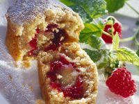Muffins mit fruchtiger Marzipanfüllung