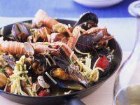 Nudel-Meeresfrüchte-Pfanne