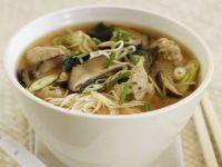 Nudel-Pilz-Suppe auf asiatische Art