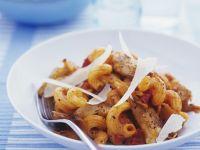 Nudeln mit Geflügelfleisch und Parmesan