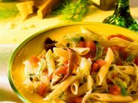 Nudeln mit Gemüse und Sardellen