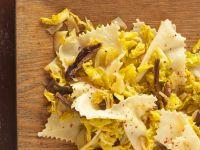 Nudeln mit Kraut und Pilzen