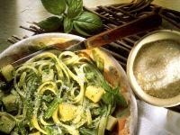 Nudeln mit Pesto, Kartoffeln und Bohnen