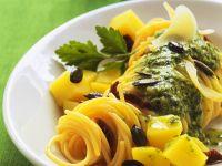 Nudeln mit Pesto und Kürbis