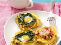 Nudeln mit Schinken, Spinat und Ei