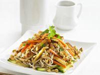 Nudeln mit Tofu und Gemüse aus dem Wok