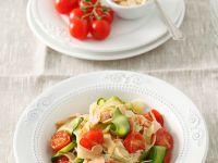 Nudeln mit Tomaten und Lachs