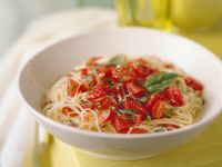 Nudeln mit Tomatenragout
