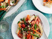 Nudelsalat mit Bohnen und Gemüse