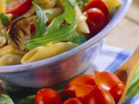Nudelsalat mit Kirschtomaten und Pilzen