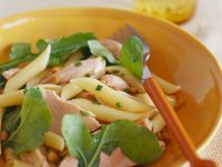 Nudelsalat mit Rucola und Thunfisch