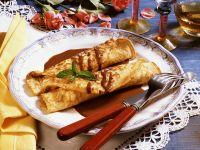 Nuss-Pfannkuchen mit Schoko-Rum-Soße