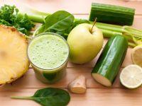 Obst und Gemüse und ein Smoothie