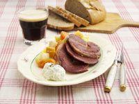 Ochsenfleisch mit gedünstetem Suppengemüse und Kräutercreme