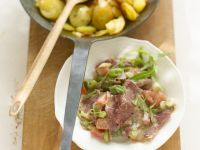 Ochsenmaulsalat mit gebratenen Kartoffeln