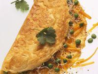 Omelett mit Erbsen, Möhren und Sprossen