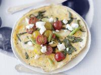 Omelett mit Tomaten, Ziegenfrischkäse und Basilikum
